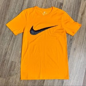 Nike Men's Yellow Graphic T-Shirt